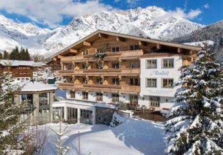 Spare 34%   !  Alpines Ski-Paradies für Familien roomz Vienna Gasometer, Wien, Österreich